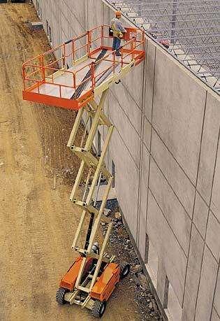 A Plataforma Tesoura JLG 4394 RT é indicada para uso em terrenos irregulares, aumentando a produtividade do dia a dia em sua obra ou empresa.