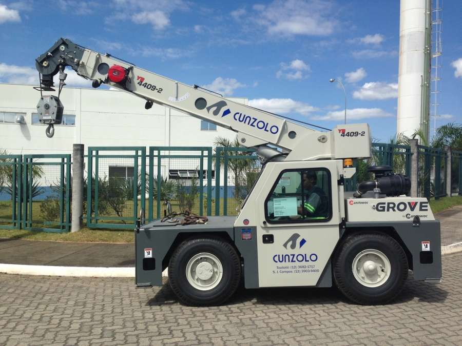O Guindaste Industrial Grove YB 4409-2 é um equipamento compacto, indicado para operações onde há restrições de espaço, podendo ser utilizado dentro de indústrias siderúrgicas, petroquimicas, de celulose e papel e metalúrgica.