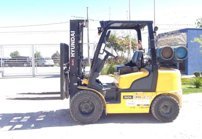 Empilhadeira Hyundai 30L-7A - 3 ton