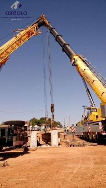 O guindastes GMK5220 e um QY70k lançaram 6 vigas de 40 toneladas e uma viga de 85 toneladas. A dinâmica do trabalho envolveu o içamento da viga com um guindaste de 220 ton e e outro de 70 ton.
