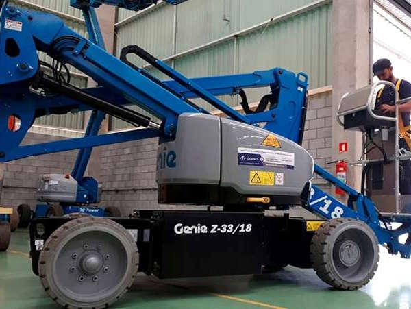 A Plataforma Elevatória Genie Z33 é indicada para aplicações internas e externas em áreas com obstáculos e estreitas.